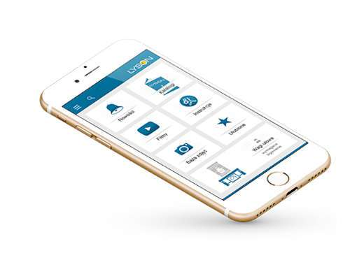 Telefon komórkowy z wyświetloną aplikacją mobilną firmy Łysoń